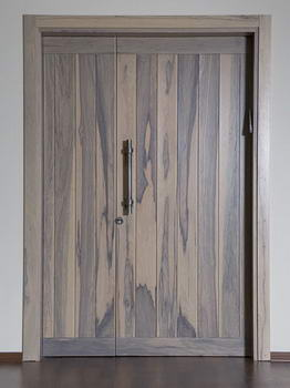 Open Gallery - דלתות 5