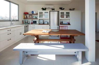 מוטי סעד - רהיטים מעץ מלא 4