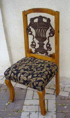 כסאות ועוד 6