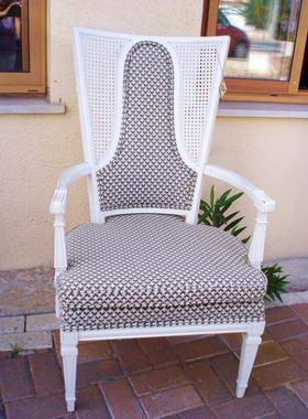 כסאות ועוד 8